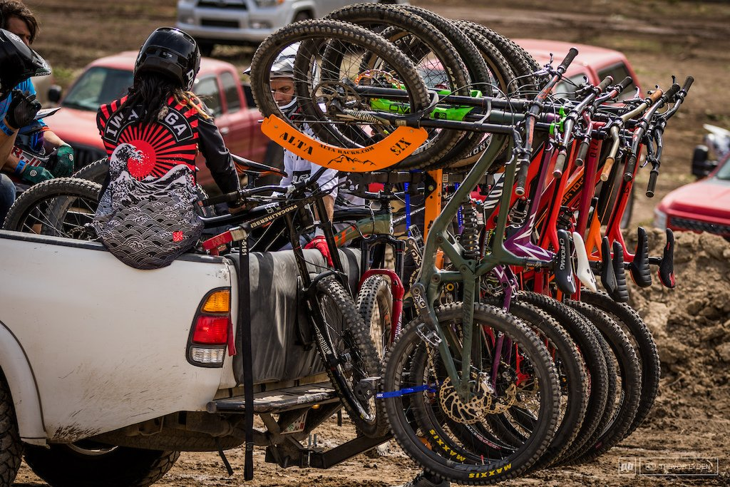pro riders, mountain bike, vertical bike rack, recon, north shore, thule, yakima, vertical, upright, truck, riding, moto, offroad
